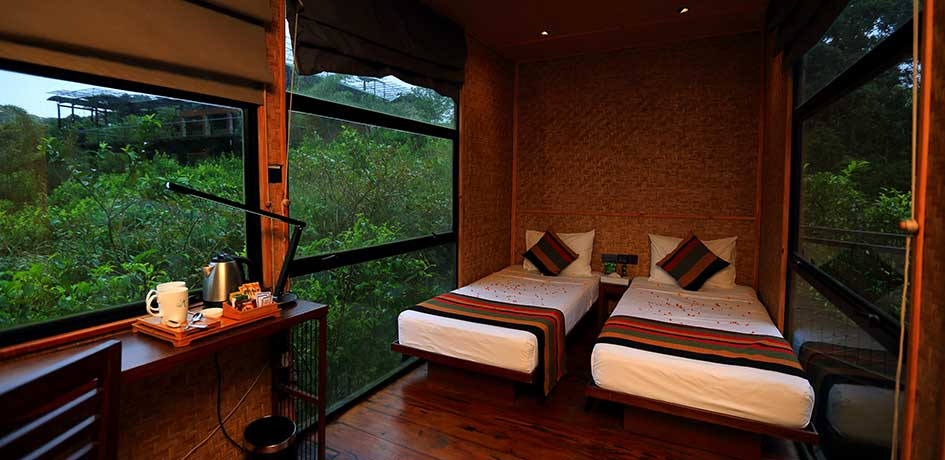 Bedroom with an amazing view of the forest for the guests